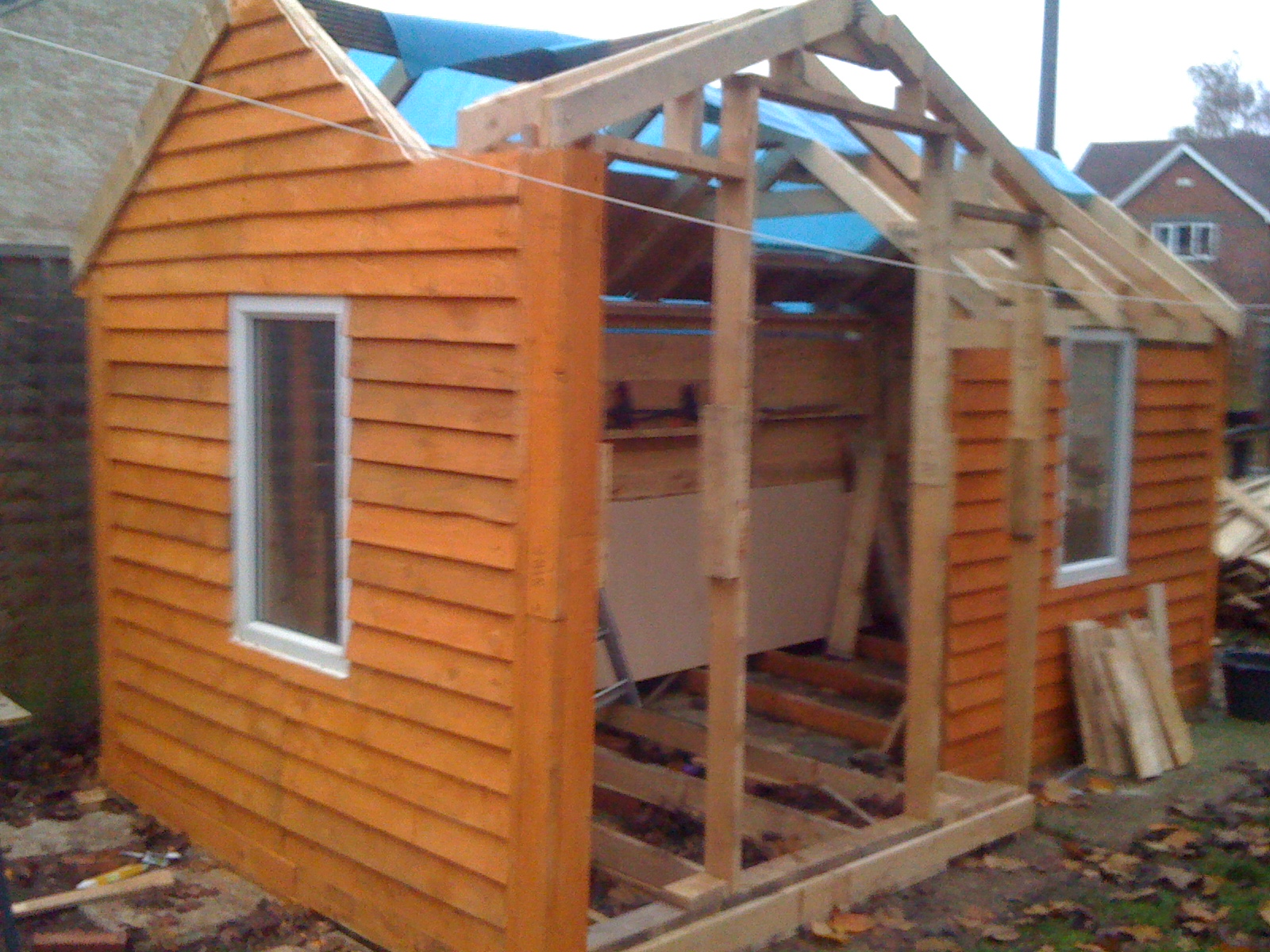 homemade shed from pallets: steves2make.yolasite.com/homemade-shed-building-pictures.php